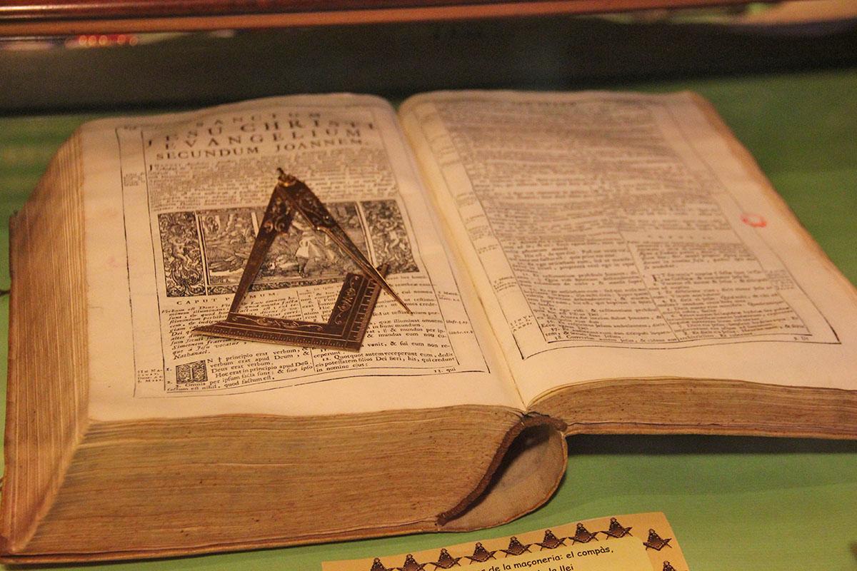 Un col·loqui a L'Hospitalet i un cicle de xerrades a Llagostera conviden a descobrir la simbologia i els principis de la maçoneria