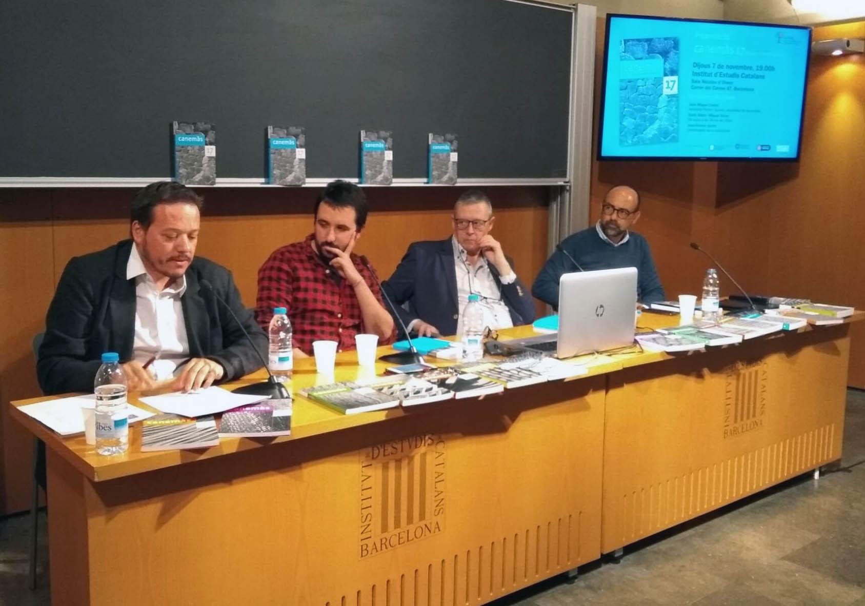 D'esquerra a dreta: el president de l'Agrupació de Penyes i Comissions Taurines de les Terres de L'Ebre Santi Albiol, el periodista Guillem Carreras, el director de la revista Canemàs Joan-Ramon Gordo i l'historiador de l'art Joan Miquel Llodrà.