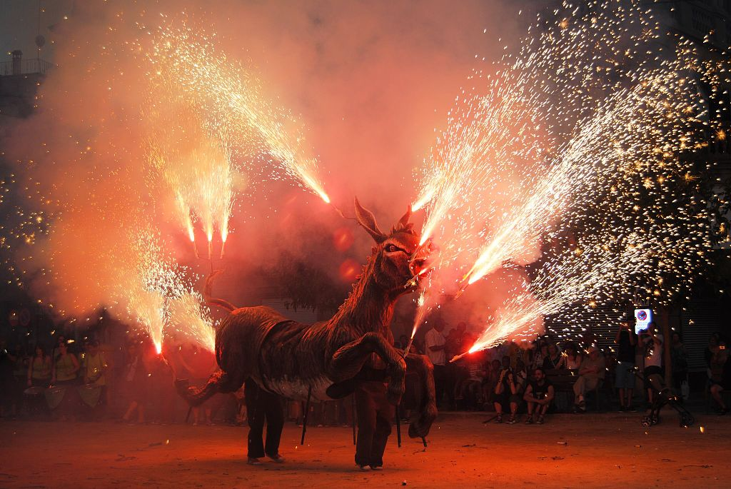 L'Agrupació del Bestiari Festiu i Popular de Catalunya ha inaugurat la secció de vídeos 'Bestiari en 1 minut', amb l'objectiu de seguir acostant el bestiari i la imatgeria festiva catalana a la societat fins que duri el confinament. | Wikimedia Commons