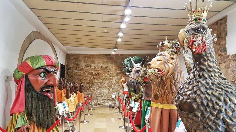 Portes obertes a la imatgeria festiva, als tres tombs o a les puntes per la Nit i el Dia dels Museus