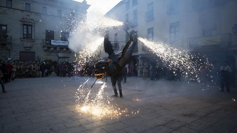 Festivitas Bestiarium manté viu el foc malgrat la Covid-19
