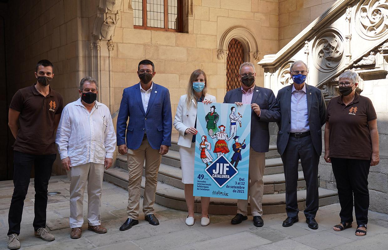 La consellera Victòria Alsina, el president d'Adifolk, Ivan Besora, i el director de les JIF, Oriol Ramírez, en la presentació al Palau de la Generalitat | ENS