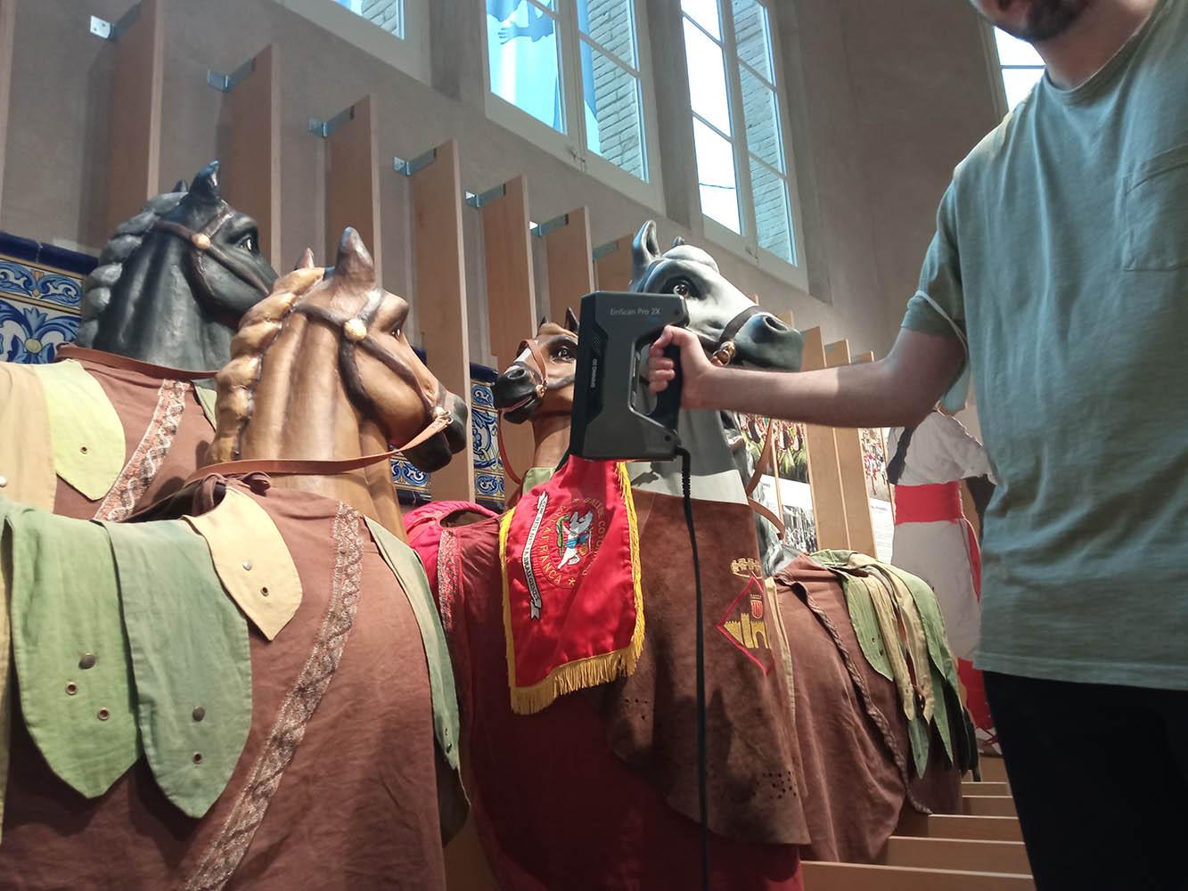 Escaneig de les Cotonines a la Casa de la Festa Major de Vilafranca | Agrupació del Bestiari Festiu