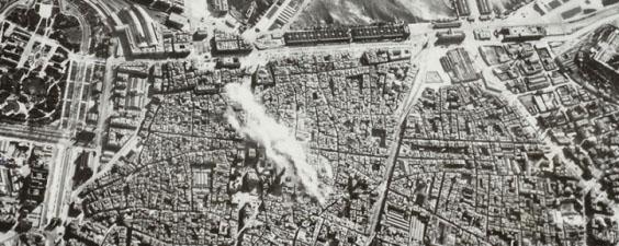 Una exposició recorda el bombardeig del 1938 sobre el barri de la catedral de Barcelona