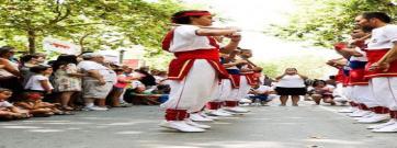 El llibre que repassa 250 anys del ball de bastons a Vilafranca del Penedès