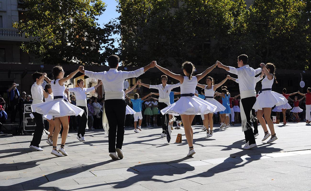 Una sardana de 600 metres envoltarà un dels edificis emblemàtics de la ciutat | Tarragona Dansa